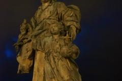 Statuen an der Brücke